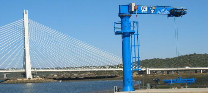 Port jib cranes